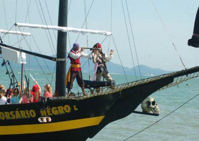 Animação com piratas a bordo